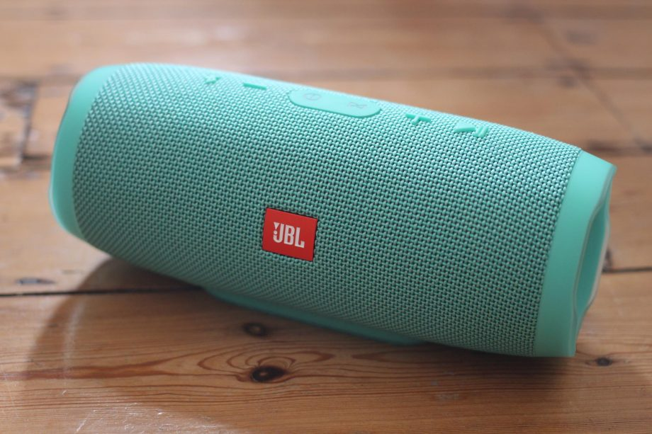 JBL Charge 3 vs JBL Flip 4 - Comparison and Verdict