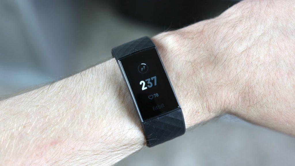 Fitbit Charge 3 vs Fitbit Ionic - Comparison | Review Position