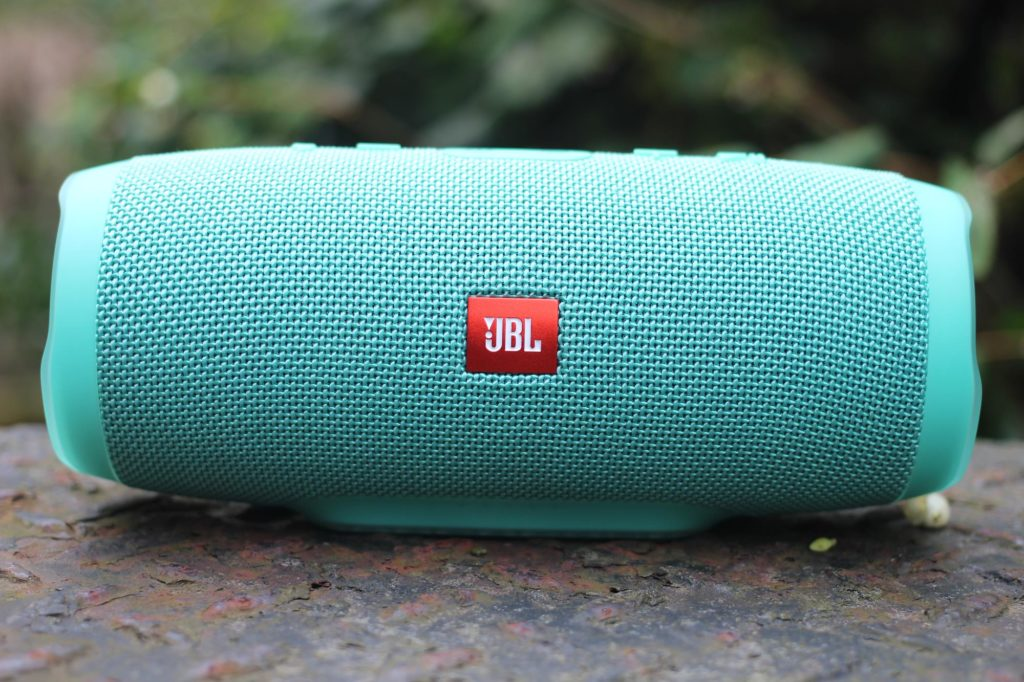 JBL Flip 5 vs JBL Charge 3: Review - Review Position